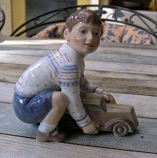 Dahl - Jensen Kopenhagen 1166: Jongen Met Speelgoed - Auto Bild