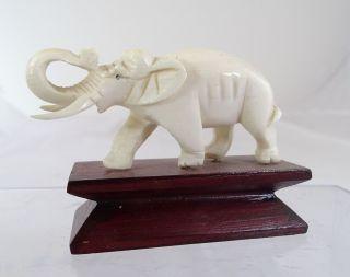 Elefant Aufwendige Handarbeit Schnitzarbeit Bein Auf Holzsockel Bild