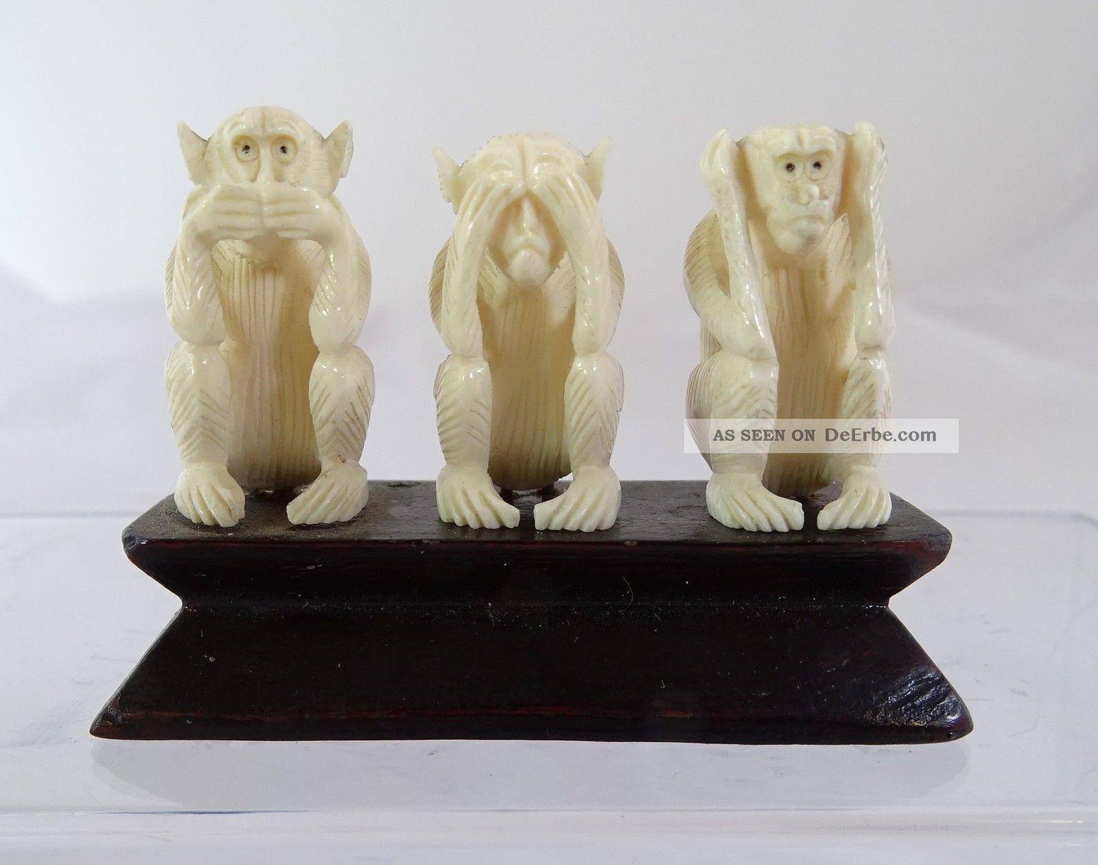 3 Affen Nichts Hören Sehen Sprechen Bein Handarbeit Auf Holzsockel Beinarbeiten Bild