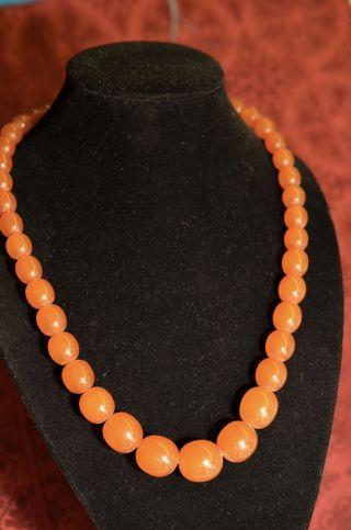 Schöne Alte Halskette Bernsteinfarben In Olivenform Bild