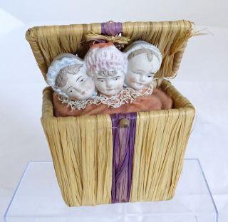 Puppen Rarität - 3 Porzellan Köpfe In Bastkorb Art Jack In The Box - Sehr Selten Bild