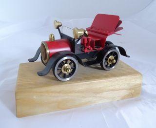 Frühes Auto Modell Aus Vollmetall Auf Holzsockel Hochwertige Arbeit Bild