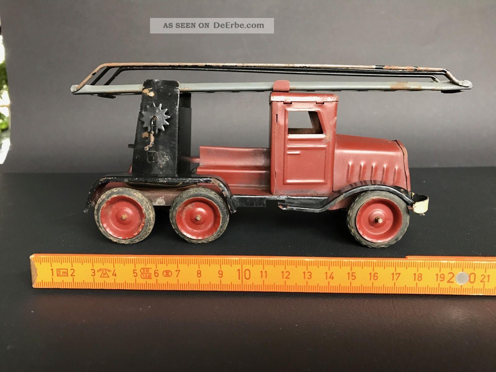 Blechspielzeug Feuerwehrauto Original, gefertigt vor 1945 Bild