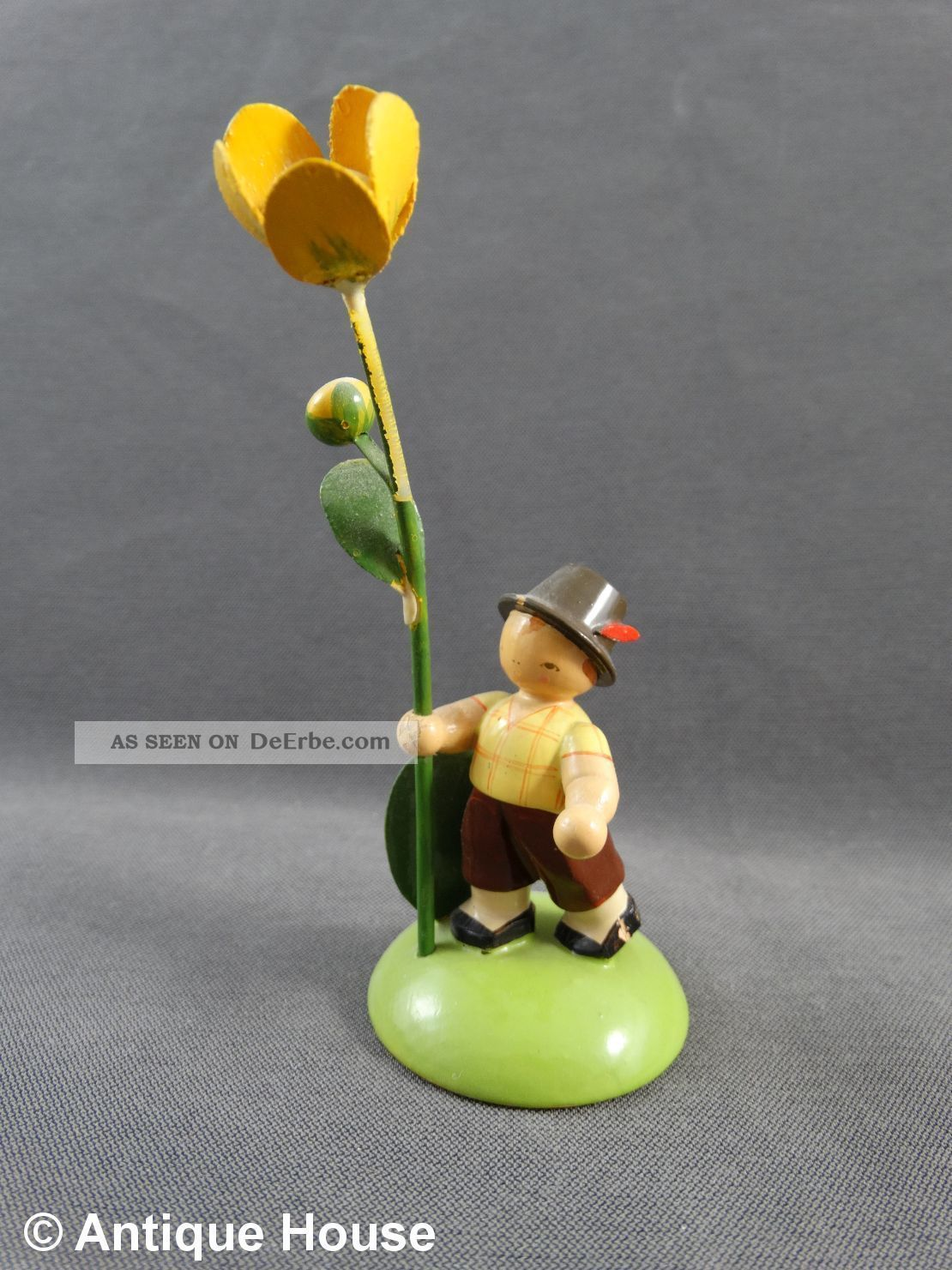Erzgebirge Volkskunst Kwo Holzfigur Altes Blumenkind Junge Mit Dotterblume Objekte nach 1945 Bild