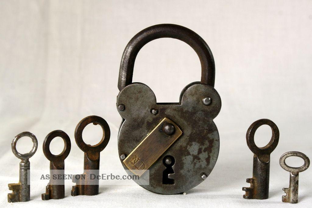 Antikes VorhÄngeschloss BÜgelschloss Schloss,  5 Schlüssel Original, vor 1960 gefertigt Bild