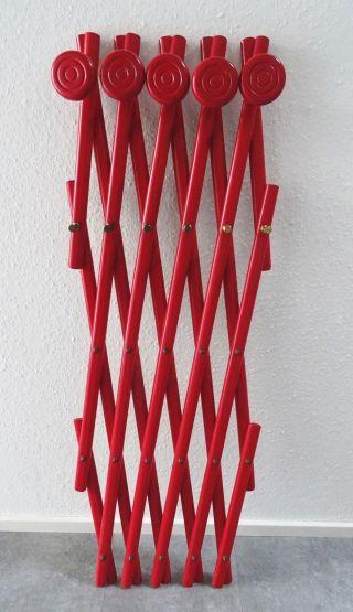 Panton Ära Stylische Ziehharmonika Gardarobe Rot 70er Design Bild