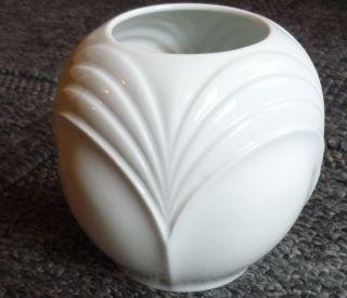 Kpm Bezaubernde Kleine Vase Handarbeit Weiß Porzellan Bild