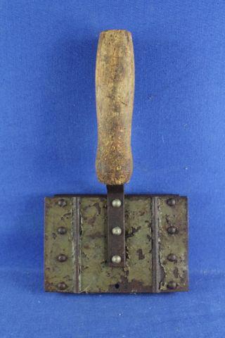 Antike Striegel Metallstriegel Mit Holzgriff 7 - Reihig Bild