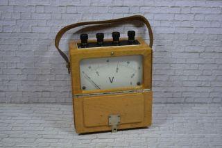 Antikes Spannungsmessgerät,  Siemens,  0 - 75 Vc Holzgehäuse,  1930; K23 68 Bild