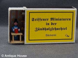 Erzgebirge Volkskunst Seiffener Miniaturen In Der Zündholzschachtel Bäckerei Bild