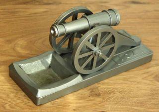 Russische Kanone Aus Metall - Schweres Modell Einer Alten Waffe - Cccp 1701 Look Bild