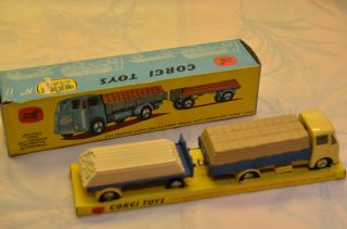 Sammlerstück Corgi Toys 11 E.  R.  F.  Dropside Lorry And Platform Trailer Bild
