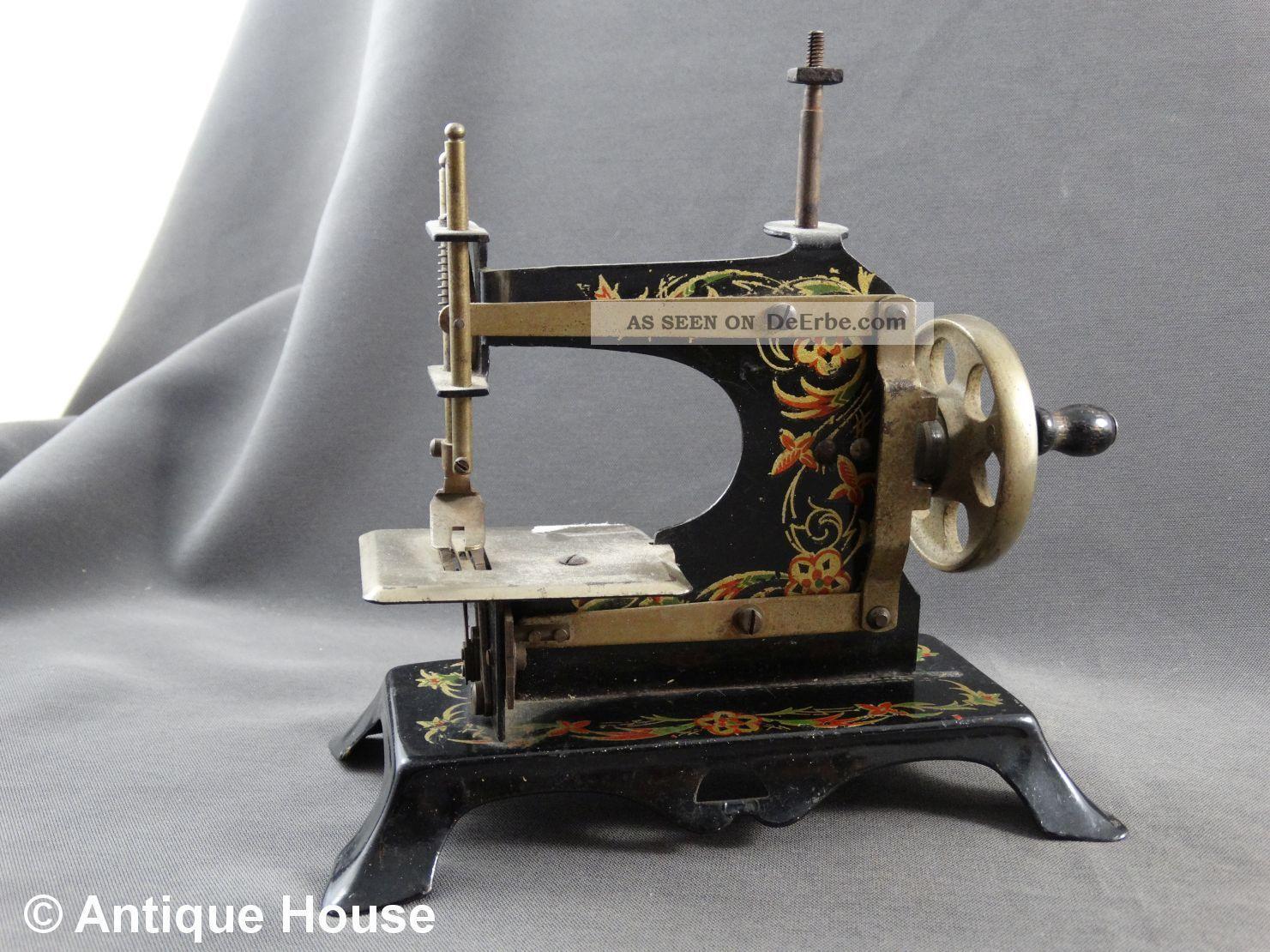 Alte Kindernähmaschine Metall Adler Made In Germany Original, gefertigt vor 1945 Bild