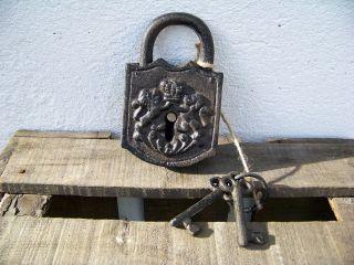 Deko Vorhängeschloß Mit Schlüsseln Nostalgie Antikstil Gartendeko Bild