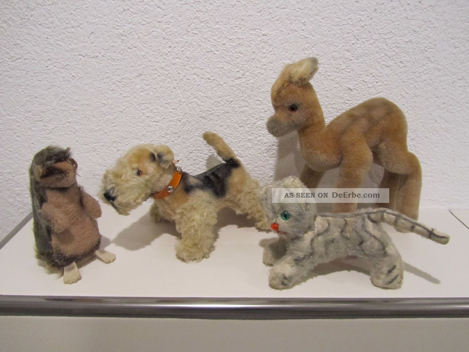4 Stofftiere,  Hund Terrier,  Reh,  Katze,  Igel,  Alt,  Hersteller Unbekannt Stofftiere & Teddybären Bild