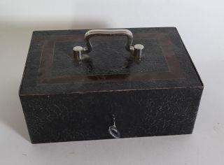 Massive Antike Geldkassette Aus Eisen Abschließbar Mit Schlüssel Und Einlegefach Bild