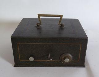 Antike Massive Schwere Eisen Geldkassette Abschließbar Schlüssel Und Einlegefach Bild