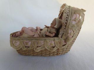 . Uraltes Kleines Puppenkörbchen Mit Minerva 8 1/2 Celluloid Puppe,  Zusta Bild