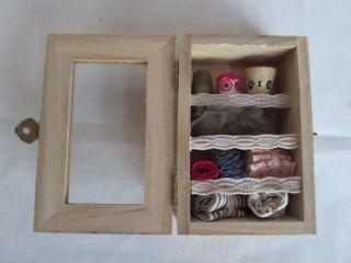 Kleiner Schrank Für Den Puppen Modeladen,  Echt Handarbeit Bild