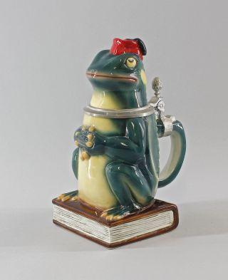 41776 Porzellan Ernst Bohne Thüringen Bierkrug Frosch Auf Buch 0,  5 Liter Bild