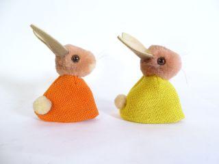 Paar Steiff Hasen Eierwärmer Alter Silberknopf Im Ohr Gelb Und Orange Bild