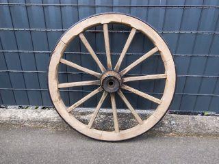 Wagenrad Holz Holzrad Speichenrad Kutschenrad Garten Western Heuwagen Gartendeko Bild
