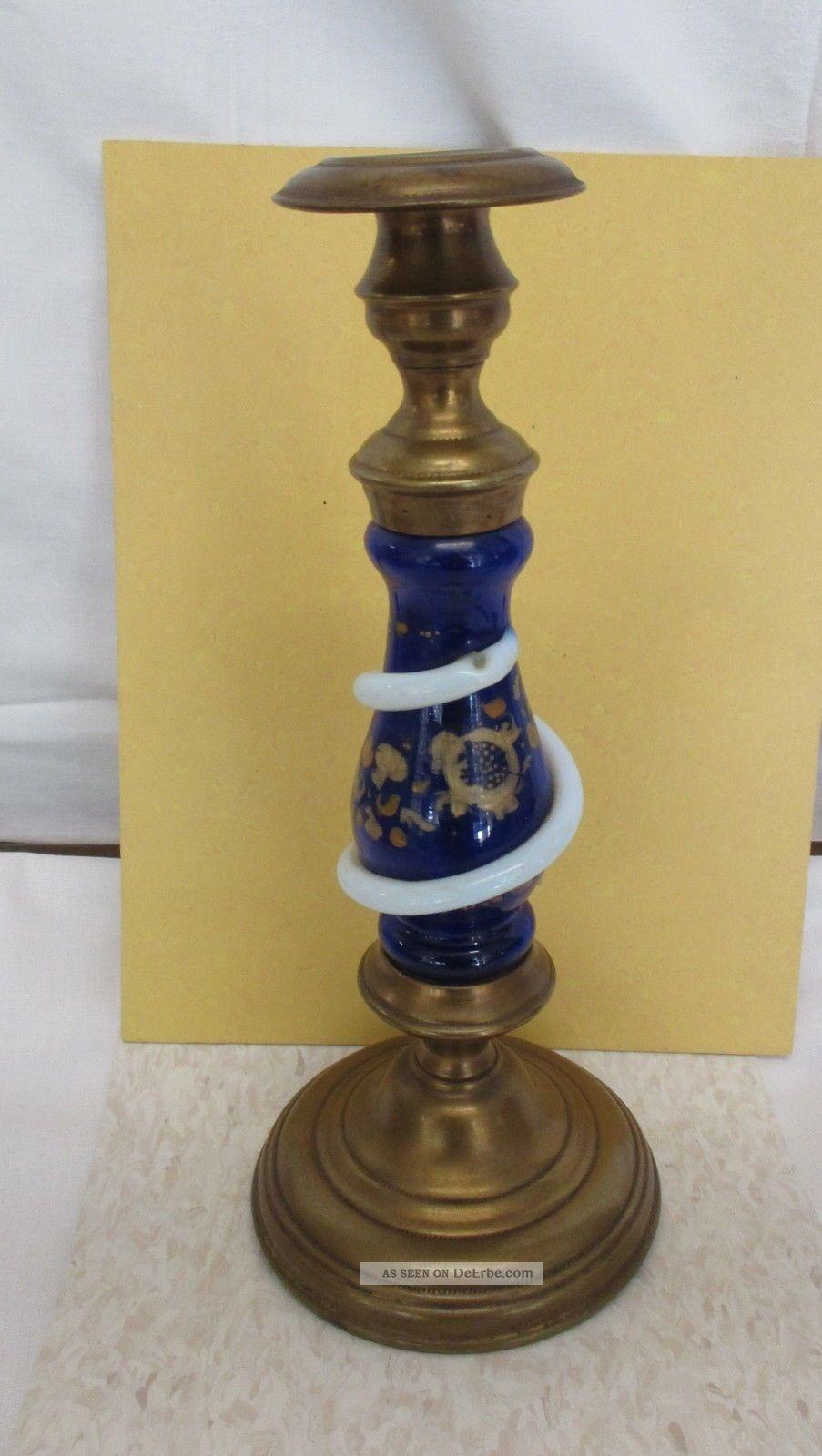 Um 1840 Kerzenhalter Mit Umlegtem Blauglas,  Handbemalt - Messingkörper Glas & Kristall Bild