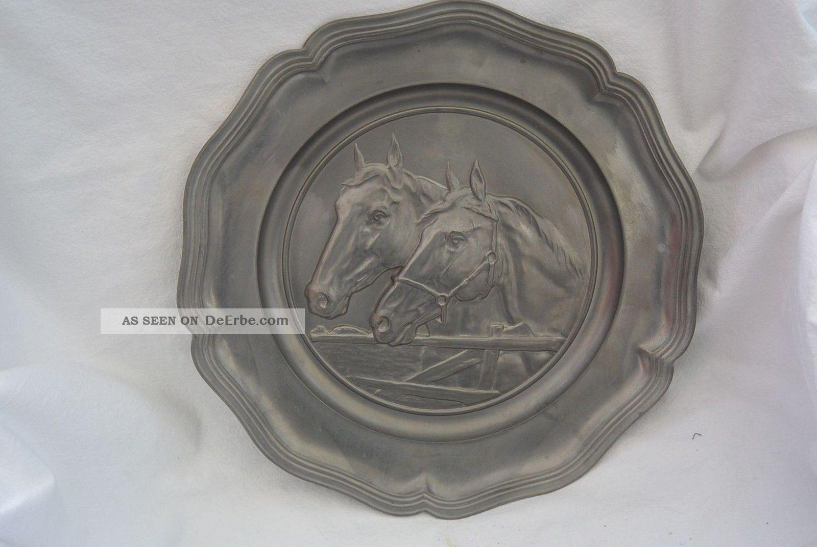 Alter Zinnteller Wandteller Zinn 32cm Pferdeköpfe Pferde Reitsport Gefertigt nach 1945 Bild