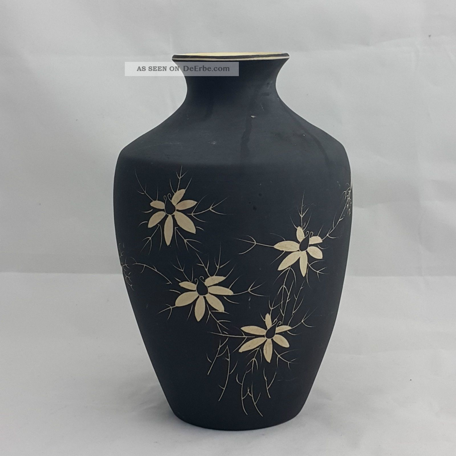 Vintage Keramik Vase Schwarz Matt Blütendekor Handarbeit Tolle Form Höhe 22,  5cm Nach Stil & Epoche Bild