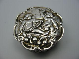 Sehr Schöne Alte Mit Putten Verzierte Pillendose Aus 835 Silber Bild