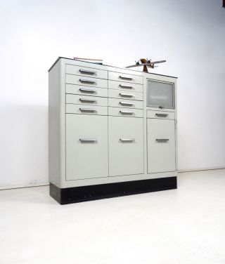 Metall Arztschrank 30er Sideboard Loft Bauhaus Arzt MÖbel Steampunk Bild