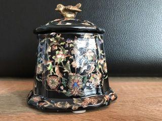 Bronzefigur Keramik - Dose Schatulle Antik - Stil Schwarz Geblümt Mod.  3 Bild