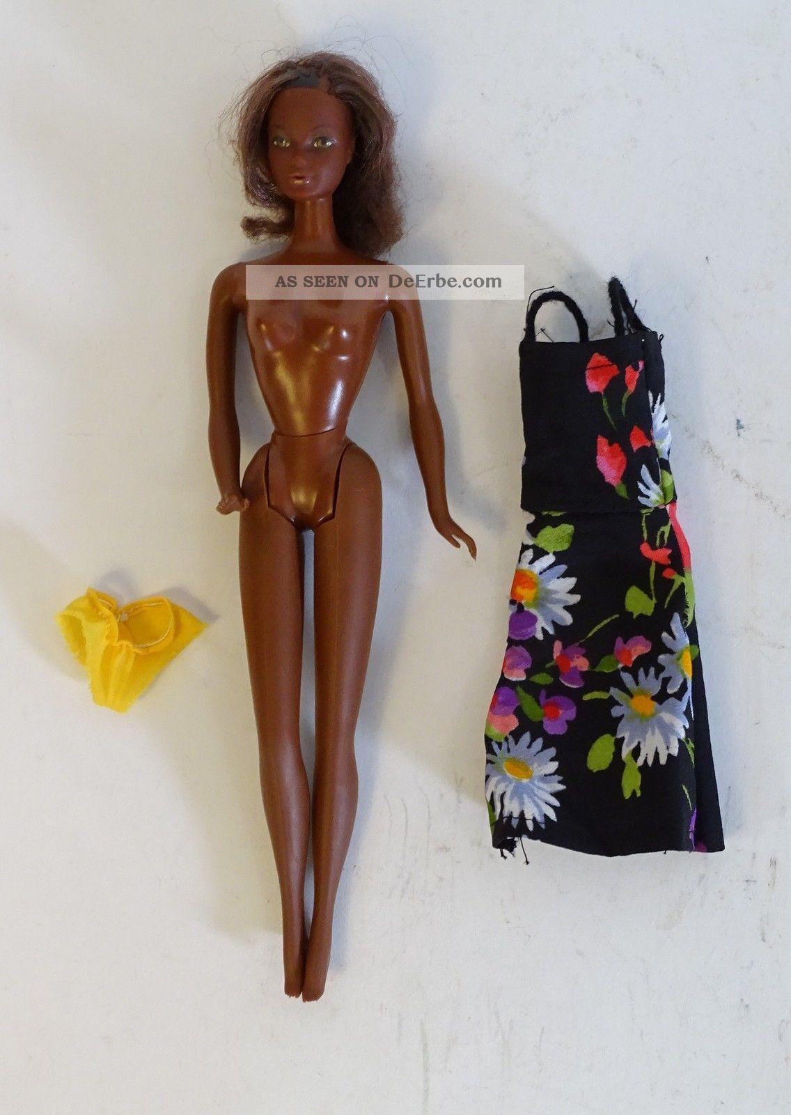 60er Jahre Barbie Puppe Rarität Mit Blumenkleid Und Gelbem Höschen Mattel 1966 Nostalgieware, nach 1970 Bild
