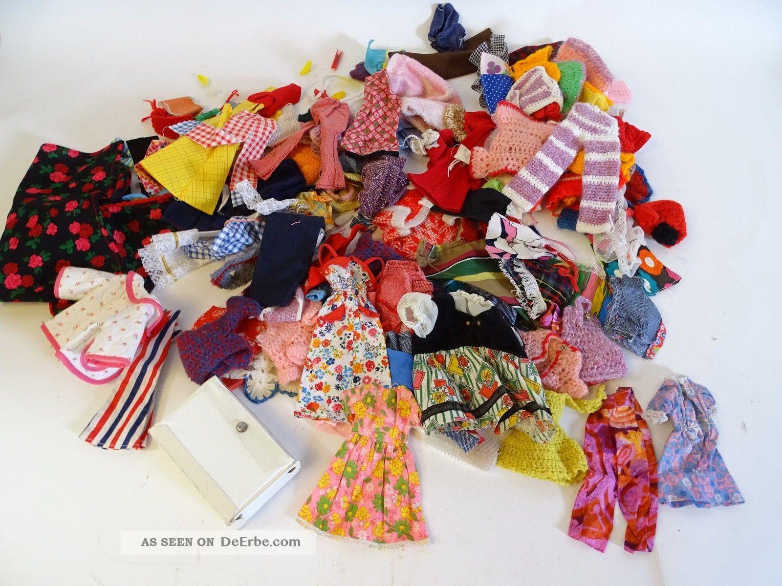 Riesiges Konvolut Toller Alter Puppenkleidung Barbiekleidung Kleider Hosen Usw. Original, gefertigt vor 1970 Bild