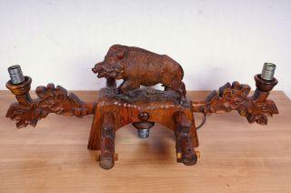 Geschnitzte Lampe Mit Wildschwein Bild