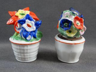 Alte Salzstreuer 2 Figuren Blumentöpfe Bunte Blumen Bild