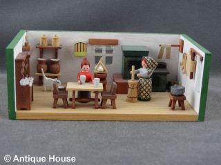 Erzgebirge Volkskunst Miniatur Dregeno Bauernstube Küche Butterfrau Bild