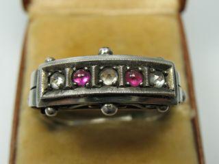 Sehr Schöner Alter Ring Aus 935 Silber Mit Weißen Und Rubinfarbenen Steinen Bild
